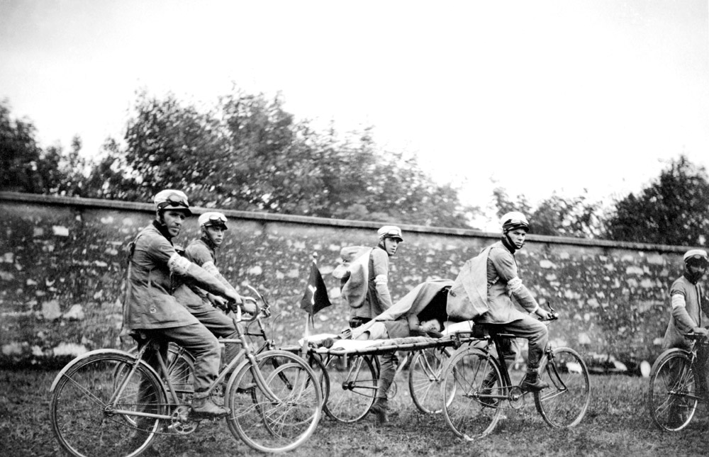 1910 - Le prime biciclette per il trasporto dei pazienti