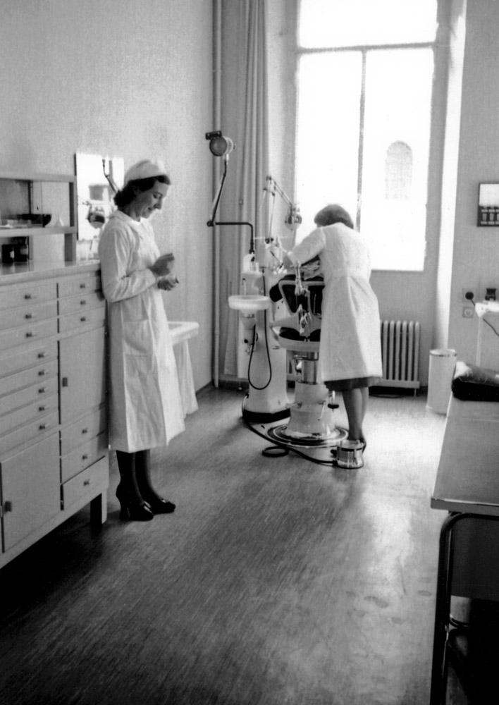 1940 ca. - La Clinica Dentaria Popolare nei locali della storica sede del Quartiere Maghetti