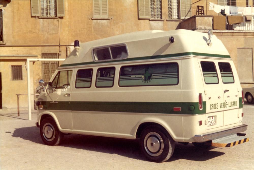 1974 - Un veicolo Ford al Quartiere Maghetti