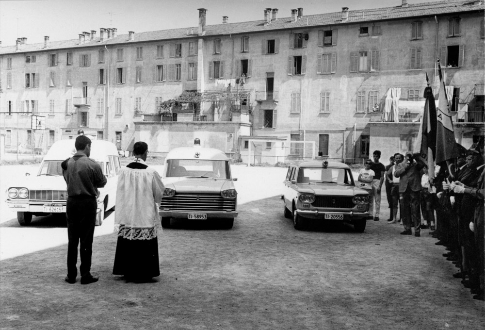 1950/60 ca. - Benedizione di un nuovo veicolo al Quartiere Maghetti