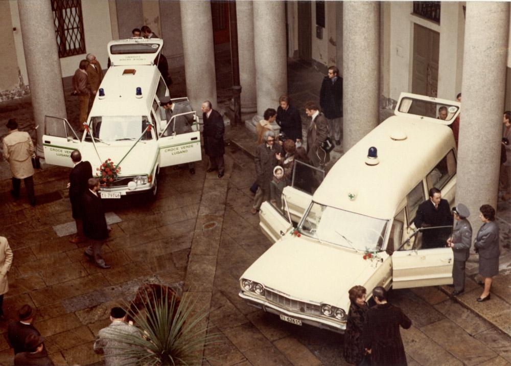 1972 - Presentazione e benedizione di un nuovo veicolo. Foto Villa