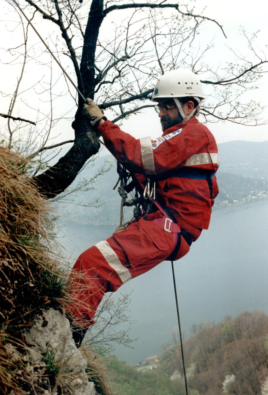 1985 - Esercitazione del Gruppo Tecnico di Soccorso. Si riconosce Paolo Rovelli