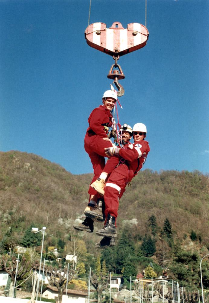 1985 - Esercitazione del Gruppo Tecnico di Soccorso. Si riconoscono i soccorritori Marco Schiavi, Mirko Ackermann e Paolo Ziella