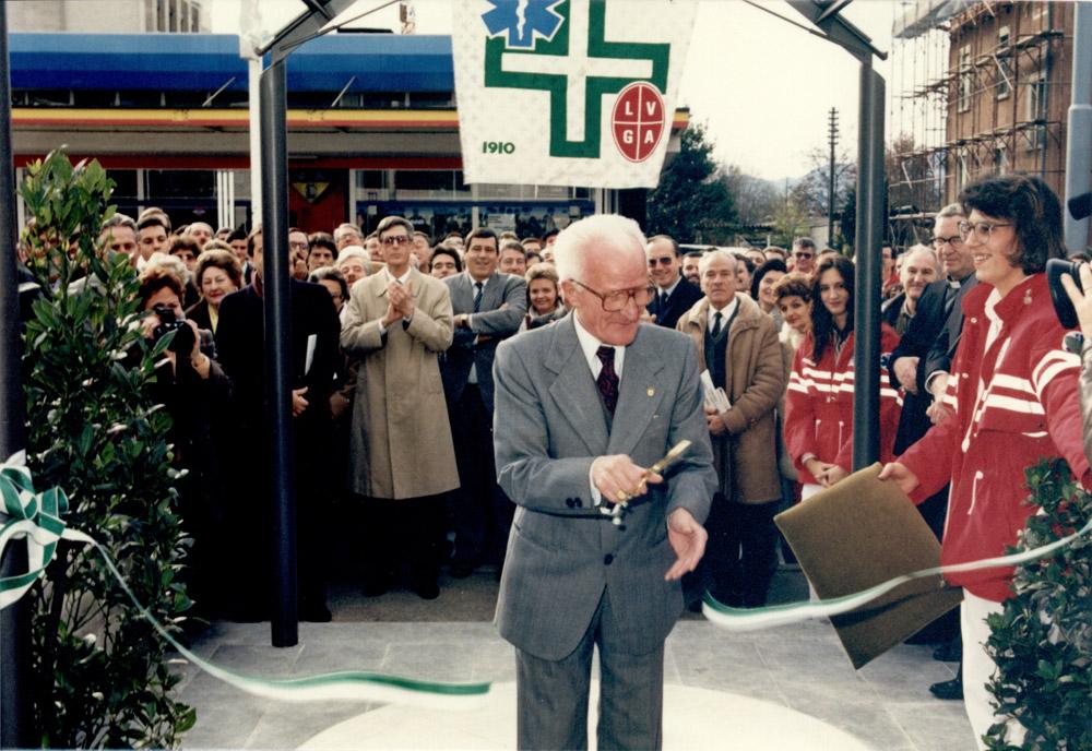 1987 - Gino Cantoreggi taglia il nastro della nuova sede di Pregassona