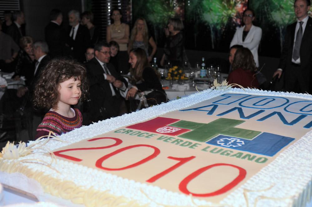 3 marzo 2010 - Bimba con torta di compleanno